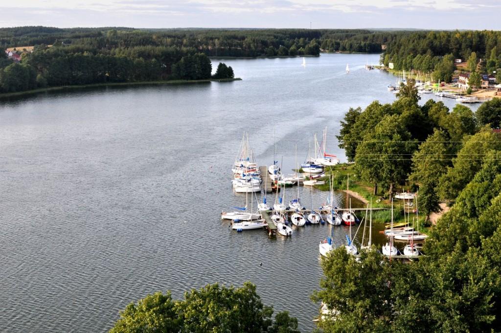 Pożegnanie lata. Widok na jezioro z wieży widokowej. bebuszka.