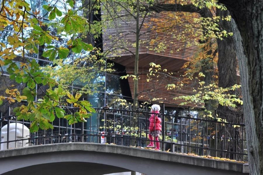 Koszaliński park jesienią. Mała koszalinianka. bebuszka