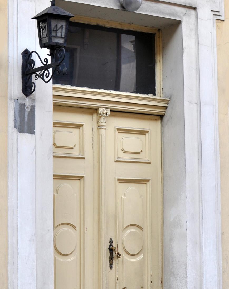 Bydgoszcz drzwi do kamienicy
