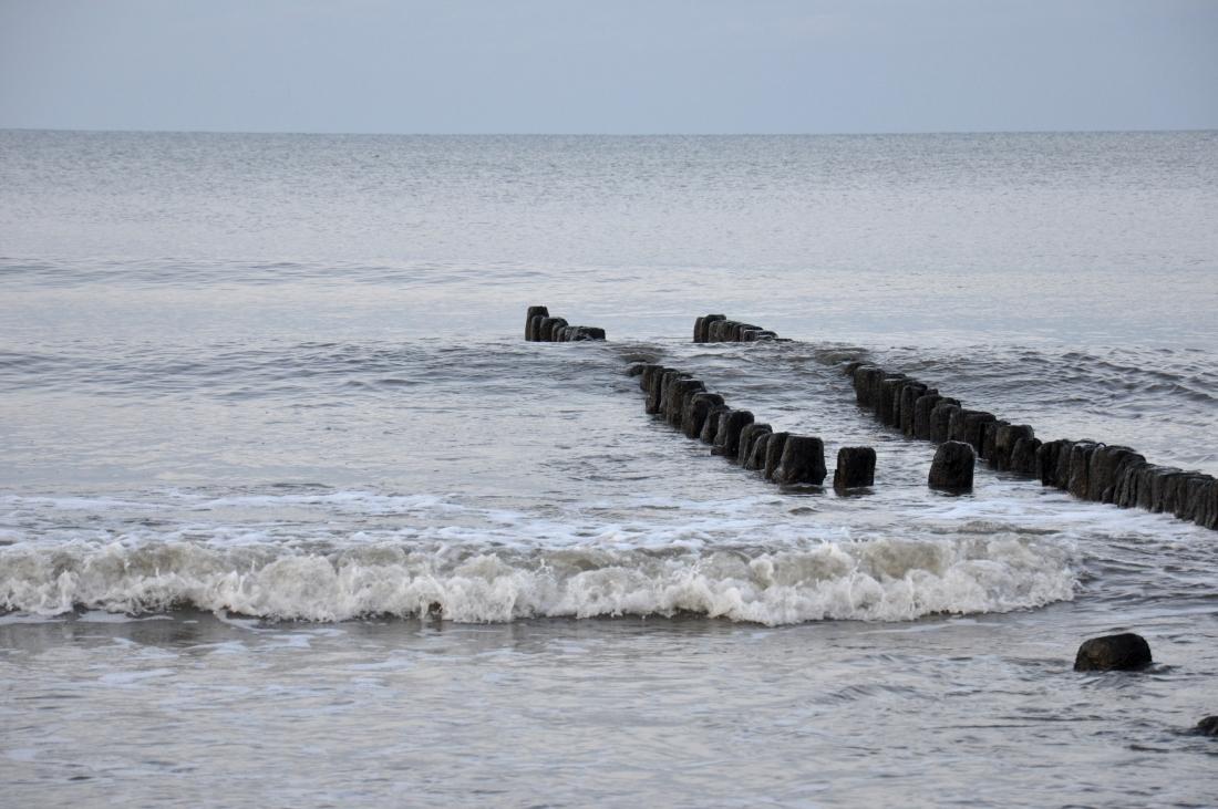 Morze zima fale. bebuszka